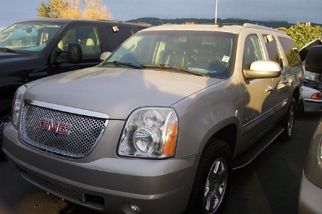 2008 GMC YUKON XL XL AWD unspecified 4wdawdabs brakesadjustable foot pedalsair conditioningal