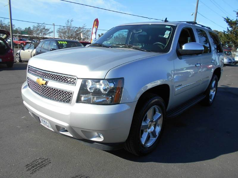 2013 CHEVROLET TAHOE LTZ 4X4 4DR SUV silver 2-stage unlocking doors 4wd type - part time w on d