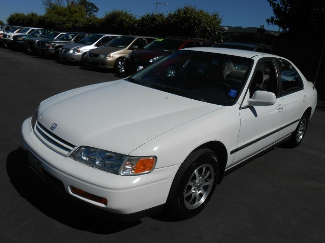 1994 HONDA ACCORD LX SEDAN white air conditioninganti-brake system non-abs  4-wheel absbody st