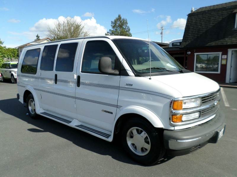 2000 CHEVROLET EXPRESS PASSENGER 1500 white one owner vehicle new tires 3rd row seat