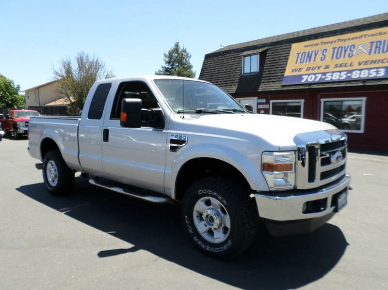 2010 FORD F-250 SUPER DUTY XLT 4X4 4DR SUPERCAB 68 FT SB silver one owner clean truck64 l