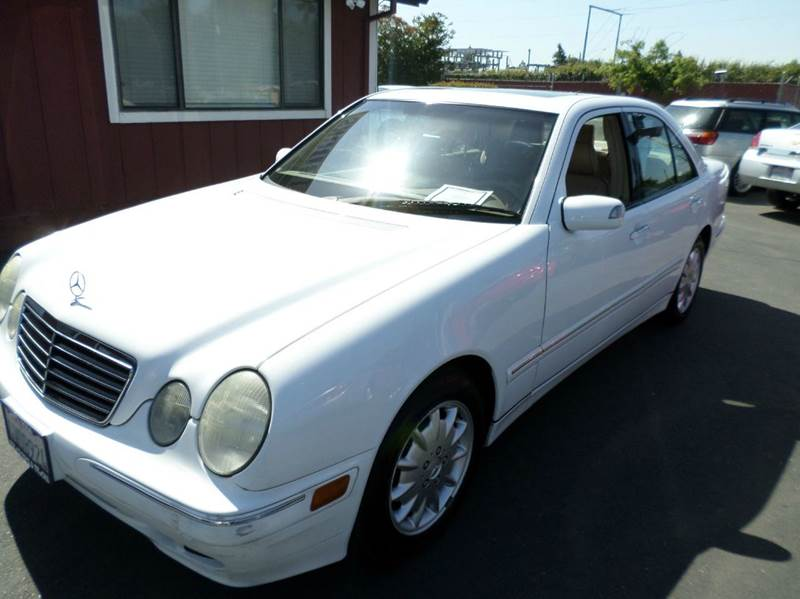 2001 MERCEDES-BENZ E-CLASS E320 4DR SEDAN white only 97101 miles1 owner clean carfax abs -