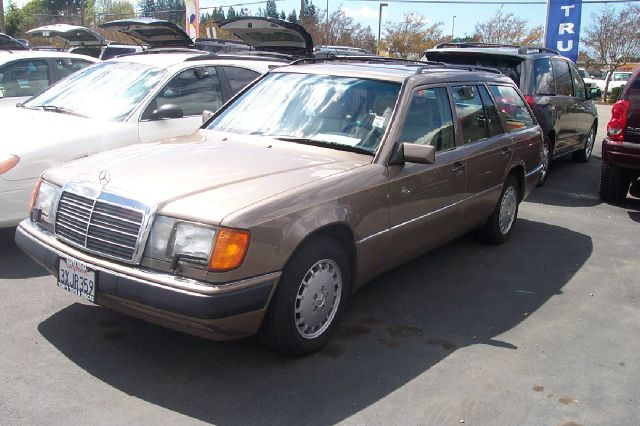1992 MERCEDES-BENZ 300-CLASS gold air conditioning alloy wheels amfm radio anti-lock brakes p