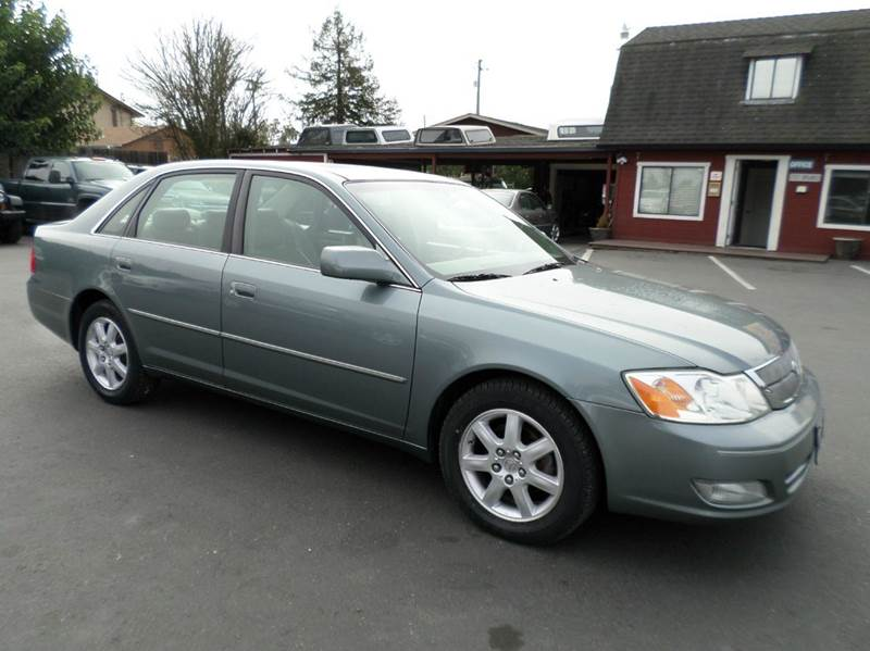 2001 TOYOTA AVALON XLS 4DR SEDAN WBUCKET SEATS lt green one owner vehicle lots of services