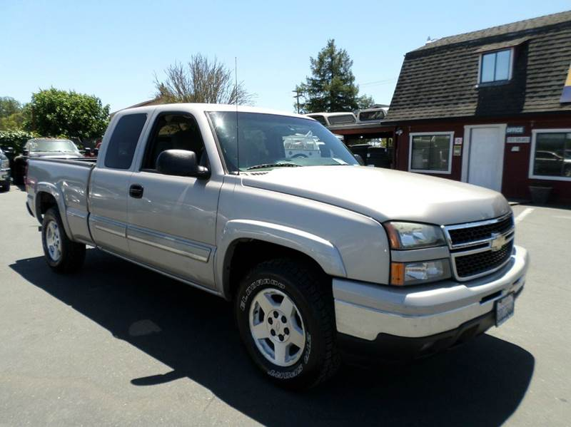 2006 CHEVROLET SILVERADO 1500 LS 4DR EXTENDED CAB 4WD 65 FT pewter one owner vehicle4wd