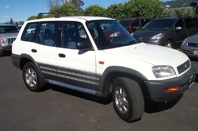 1996 TOYOTA RAV4 4-DOOR 2WD white anti-brake system non-abs  4-wheel absbody style sport utili