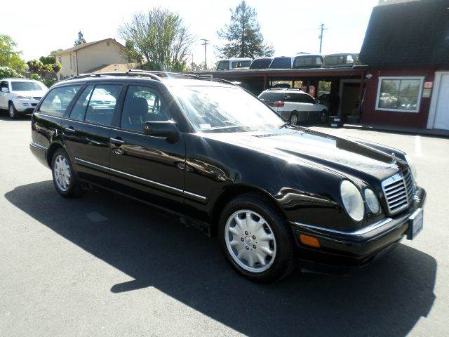 1999 MERCEDES-BENZ E-CLASS E320 4DR WAGON black one owner vehicle been service at dealership