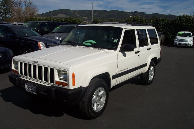 2001 JEEP CHEROKEE SPORT 4-DOOR 4WD white 5 speed manual l6 40l 242 cid  4wd  4wdawdamfm r