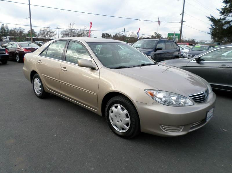 2005 TOYOTA CAMRY LE 4DR SEDAN gold new tires abs - 4-wheel center console - front consol