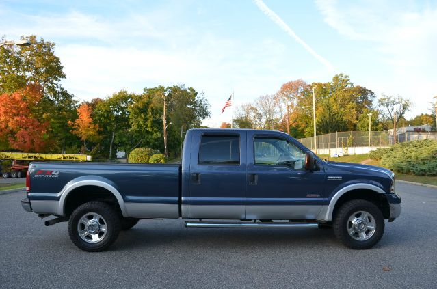 2005 Ford F350 Diesel Lariat 4x4 Crew Cab Long Bed FX4 Leather Sunroof One Owner