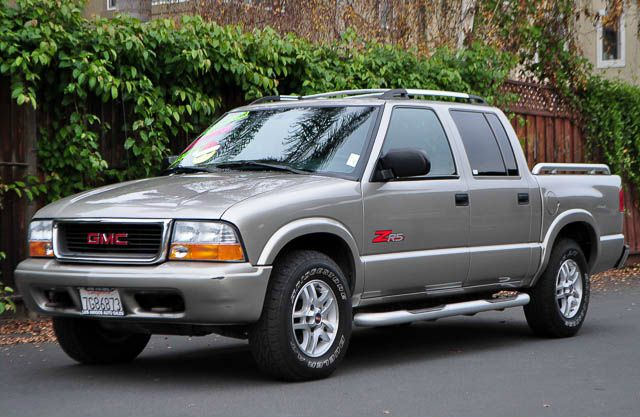 2004 GMC SONOMA SLS 4DR CREW CAB 4WD SB gray we finance everybody  having trouble financing a ca