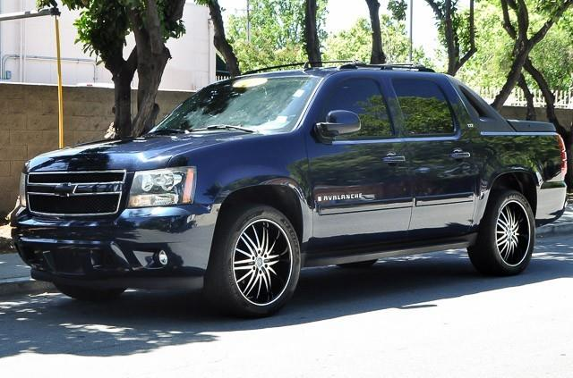 2007 CHEVROLET AVALANCHE LTZ 1500 4DR CREW CAB SB blue we finance everybody having trouble finan