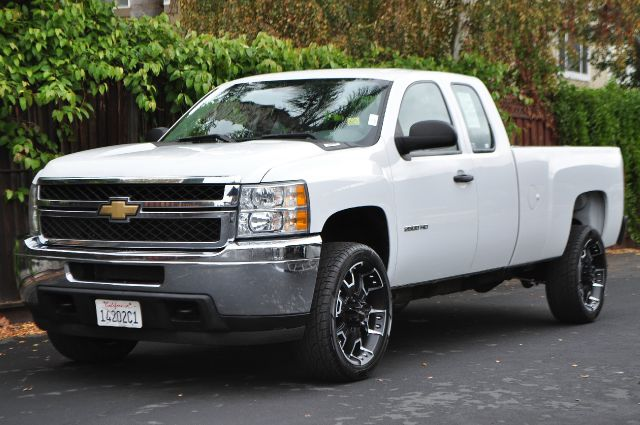 2011 CHEVROLET SILVERADO 2500HD WORK TRUCK 4X2 4DR EXTENDED CAB white we finance everybody  havi