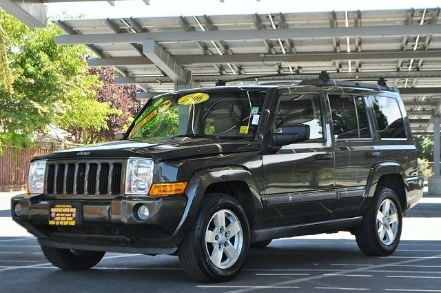 2006 JEEP COMMANDER BASE 4DR SUV gray we finance everybody  having trouble financing a car we
