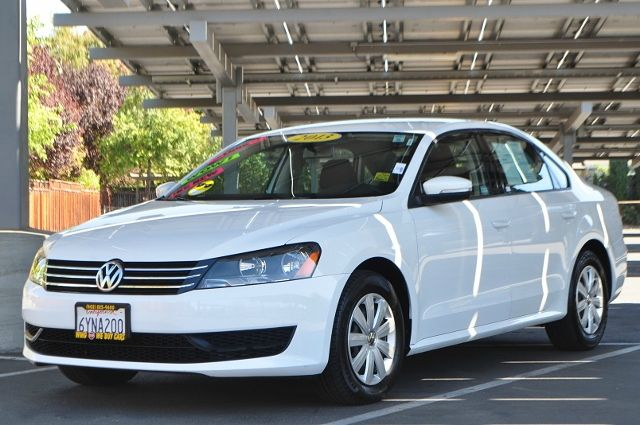2013 VOLKSWAGEN PASSAT S PZEV 4DR SEDAN 6A white we finance everybody  having trouble financing