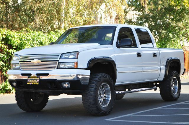 2006 CHEVROLET SILVERADO 1500 LT 4DR CREW CAB 58 FT SB white we finance everybody  having trou