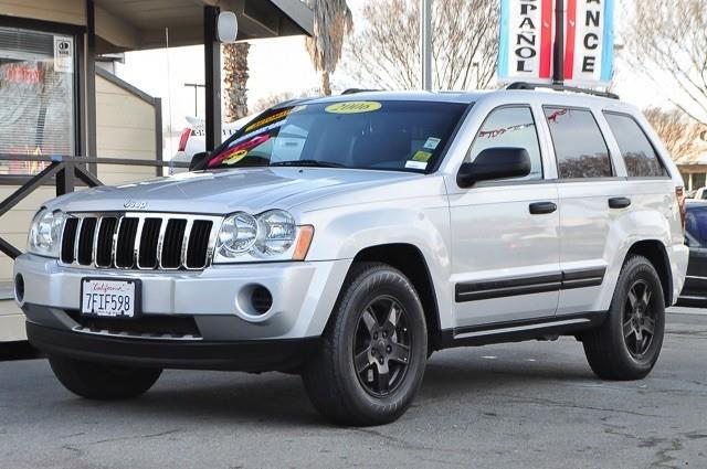 2006 JEEP GRAND CHEROKEE LAREDO 4DR SUV 4WD silver this 2006 jeep grand cherokee laredo is offered