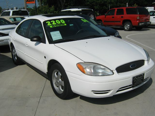 2004 Ford Taurus for sale in Des Moines IA