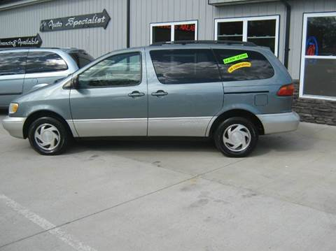 1998 Toyota Sienna for sale in Des Moines, IA