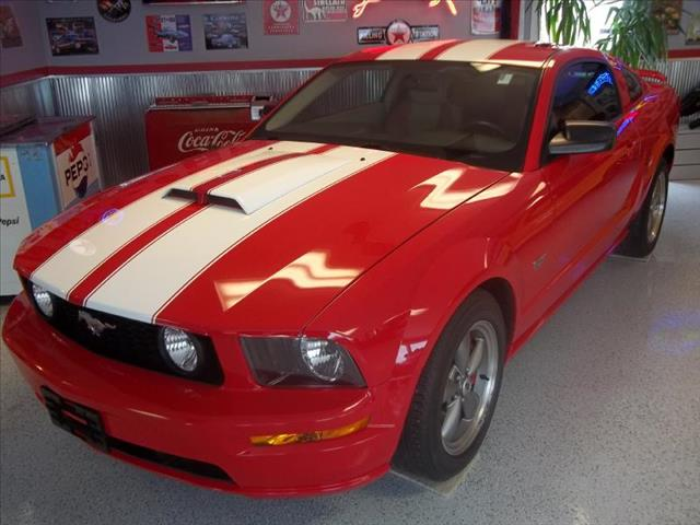 2006 ford mustang for Currie motors ford of frankfort frankfort il