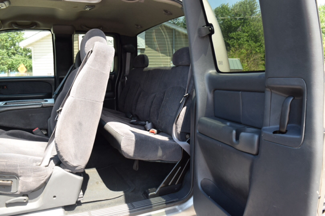 2002 Chevrolet Silverado 2500HD 4dr Extended Cab LS 4WD SB - Fortville IN