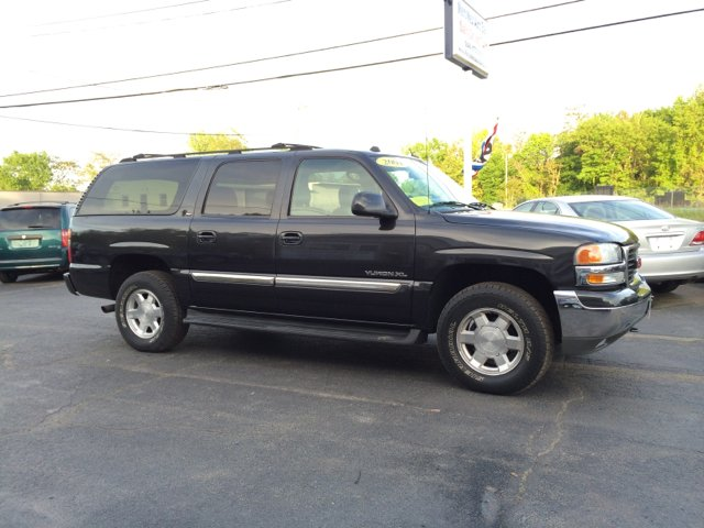 used 2004 gmc yukon xl 1500 slt 4wd 4dr in worcester ma at metro west auto sales. Black Bedroom Furniture Sets. Home Design Ideas