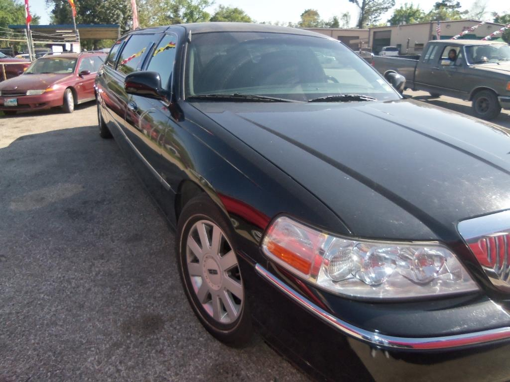 2005 LINCOLN EXECUTIVE TOWN CAR LIMOUSINE
