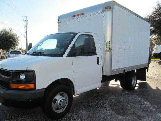 2009 Chevrolet Box Truck