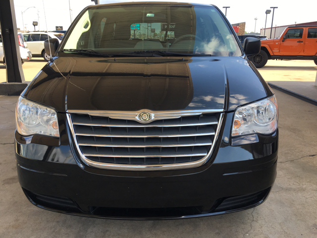 2010 Chrysler Town and Country LX 4dr Mini-Van - Tulsa OK