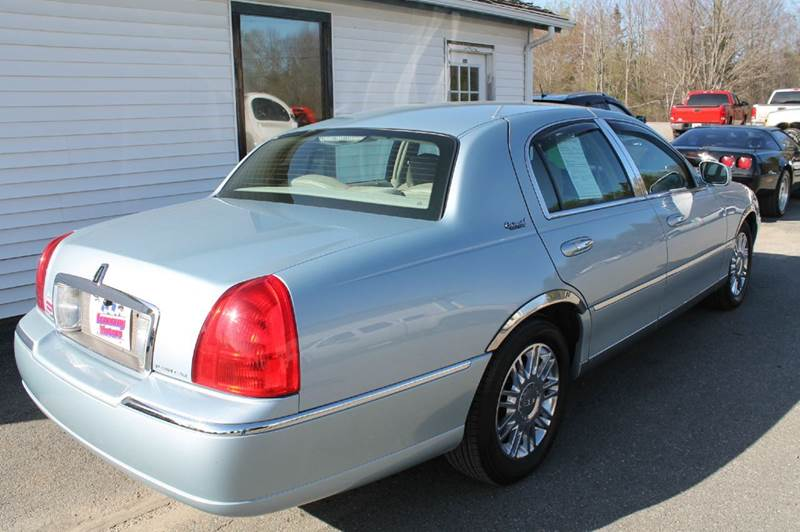 2010 Lincoln Town Car Signature Limited 4dr Sedan - Hermon ME