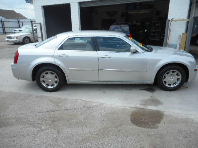 2006 chrysler 300 touring 4dr sedan in dallas fort worth tx easy credit aut. Cars Review. Best American Auto & Cars Review