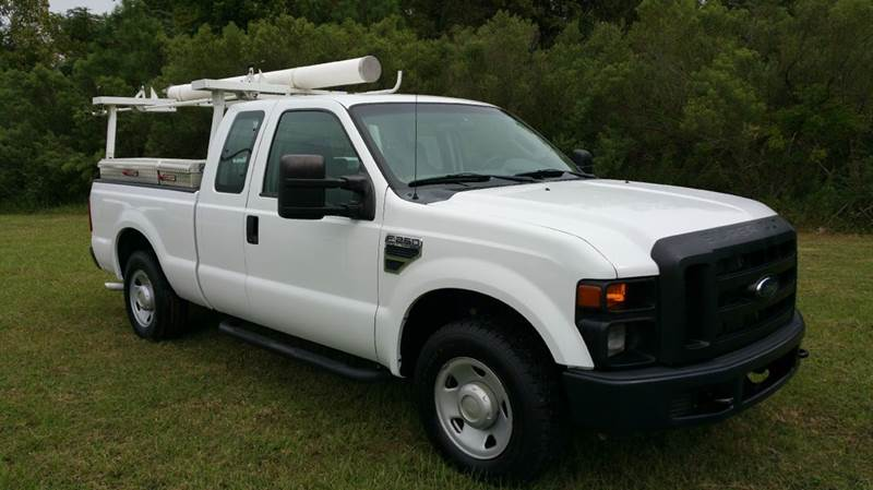 2009 FORD F-250 SUPER DUTY XL 4X2 4DR SUPERCAB 68 FT SB P white this truck was built to make yo