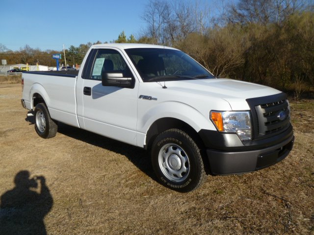 2010 FORD F150 XL 8-FT BED 2WD white extra clean inside  out one owner fleet truck with a grea