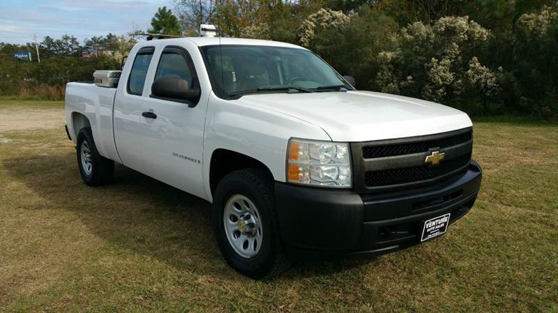 2009 CHEVROLET SILVERADO 1500 4X4 4DR EXTENDED CAB 65 FT SB white this truck is a hard to find