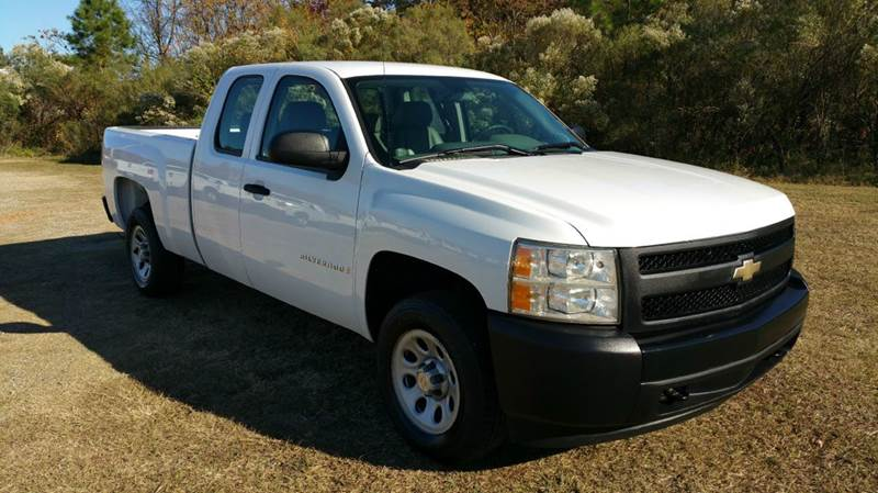 2008 CHEVROLET SILVERADO 1500 2WD 4DR EXTENDED CAB 65 FT SB white looking for an exceptionally