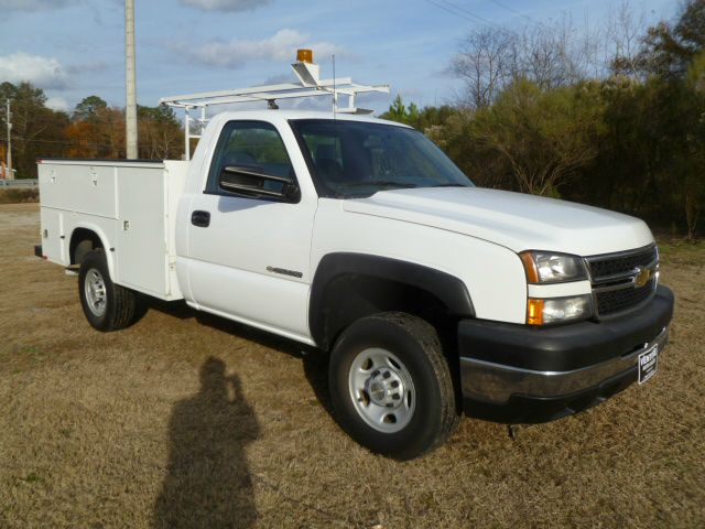 2006 CHEVROLET SILVERADO 2500 SERVICE TRUCK 2WD REG CAB white knapheide service body to hold all y