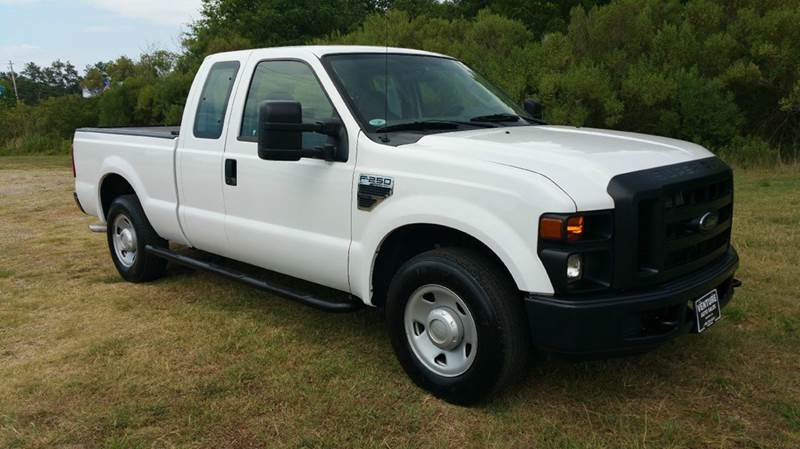 2009 FORD F-250 SUPER DUTY XL 4X2 4DR SUPERCAB 68 FT SB P white this truck is the perfect work