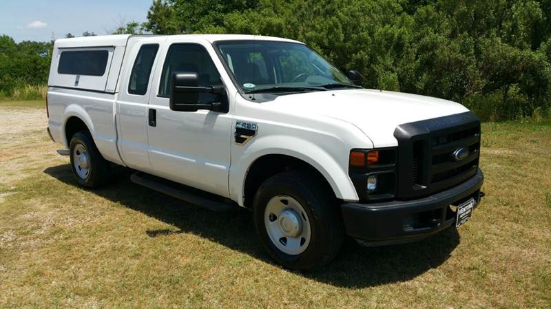 2009 FORD F-250 SUPER DUTY XL 4X2 4DR SUPERCAB 68 FT SB P white looking for a great work truck