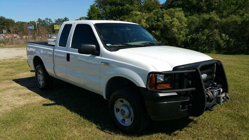 2007 FORD F-250 SUPER DUTY XL 4DR SUPERCAB 4WD SB white are you looking for a heavy duty work tru