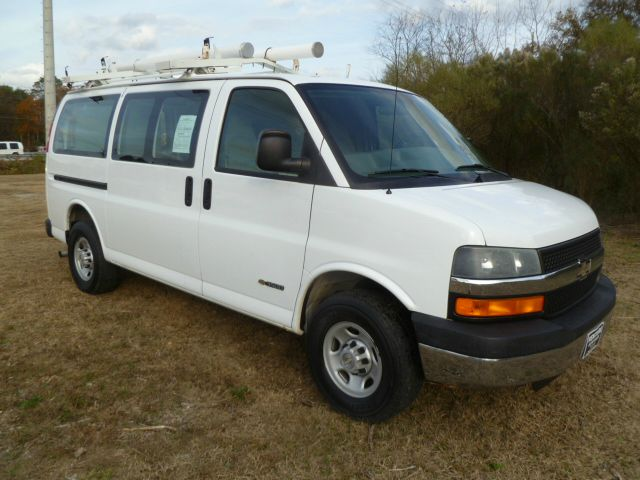 2006 CHEVROLET EXPRESS 3500 CARGO white you can get organized in this van with really nice adrian
