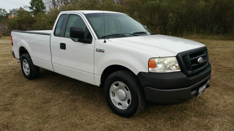 2007 FORD F-150 XL 2DR REGULAR CAB STYLESIDE 8 F white this regular cab long bed has a heavy dut