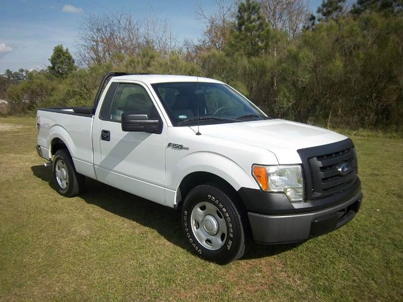 2009 FORD F-150 XL 4X2 2DR REGULAR CAB STYLESIDE white looking for a quality preowned truck that