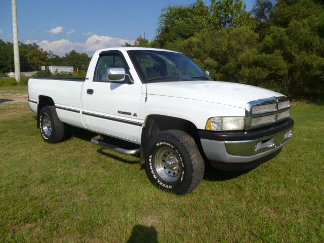 1997 DODGE RAM PICKUP 1500 LARAMIE SLT 2DR 4WD STANDARD CAB white for a 1997 this truck is extra c