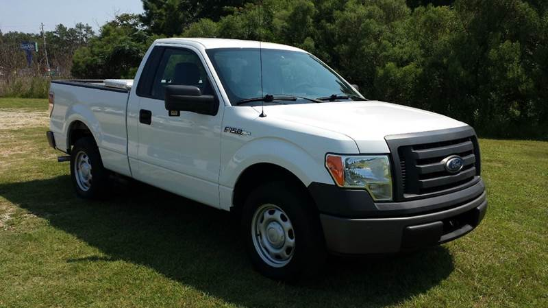 2011 FORD F-150 XL 4X2 2DR REGULAR CAB STYLESIDE white how about a like new preowned truck with