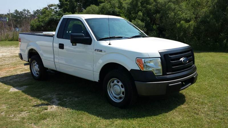 2011 FORD F-150 XL 4X2 2DR REGULAR CAB STYLESIDE white this is one great looking truck regular c