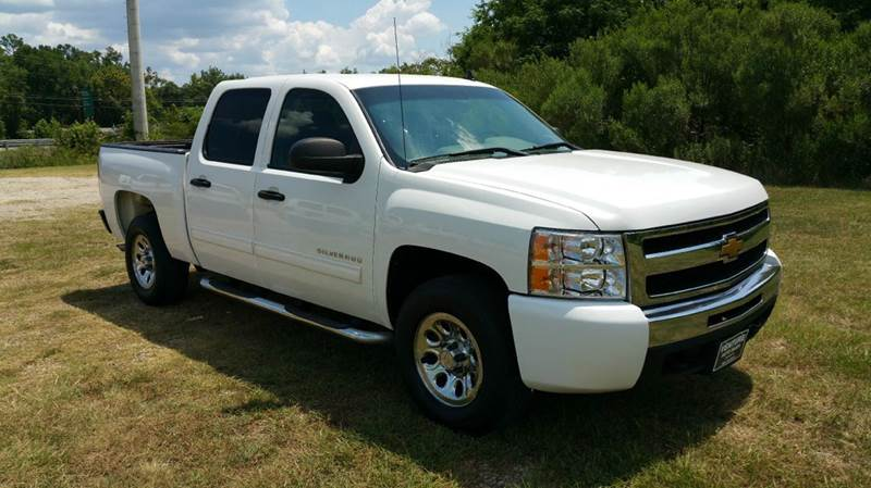 2011 CHEVROLET SILVERADO 1500 LS 4X2 4DR CREW CAB 58 FT SB white this truck is a full 4 dr that