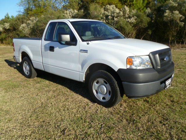 2006 FORD F150 XL 2WD white regular cab short bed with extremely low miles this was a one owner