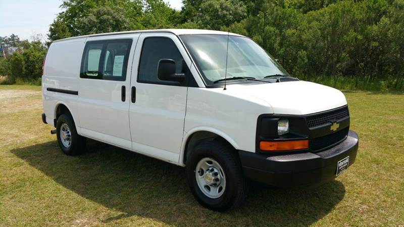 2007 CHEVROLET 3500 EXPRESS CARGO 3DR EXPRESS CARGO VAN white this is a really nice 1 ton cargo v