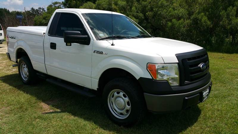 2010 FORD F-150 XL 4X4 2DR REGULAR CAB STYLESIDE white this truck is ready for hunting  off road