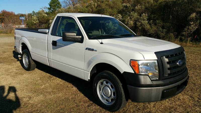 2010 FORD F-150 XL 4X2 2DR REGULAR CAB STYLESIDE white looking for a light weight truck that can